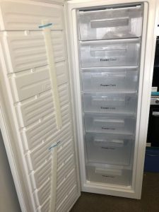 Freezer Upright - Daewoo 245 L Freezer doo open
